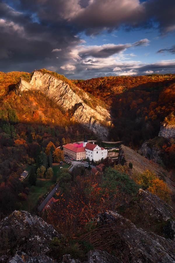 Svatý Ján pod skalou na podzim